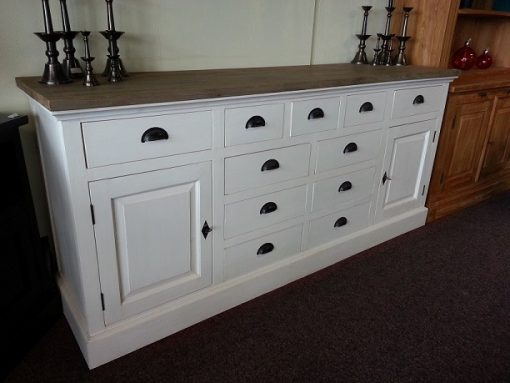 Wit dressoir met houten blad